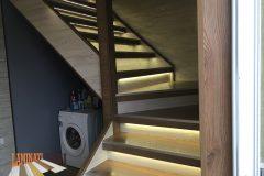 251-ламиниран-паркет-на-стълбище-с-вградено-осветление